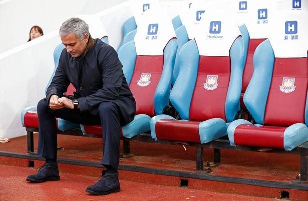 Mourinho giân dữ bỏ họp báo sau cơn ác mộng của Chelsea