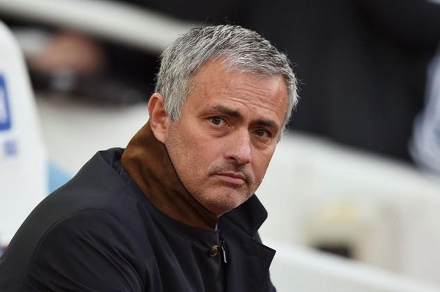 Chelsea phải đền bù bao nhiêu tiền nếu sa thải Mourinho?
