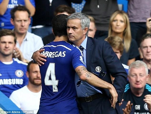 """Lộ danh tính cầu thủ """"đâm sau lưng"""" Mourinho"""