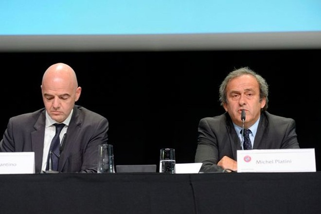 Tổng thư ký UEFA, Gianni Infantino (bìa trái) và Chủ tịch UEFA, Michel Platini