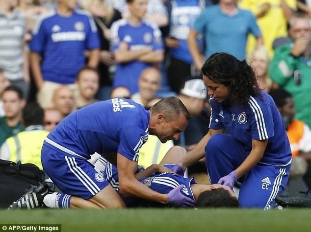 Eden Hazard đang được Carneiro và cộng sự chữa trị