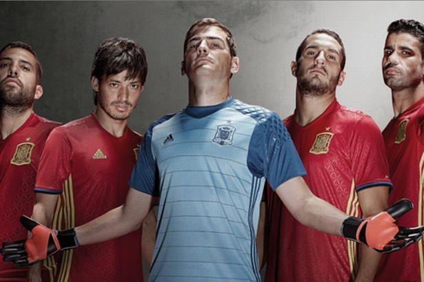 Lộ diện áo đấu mới của các ĐT tại VCK Euro 2016 ảnh 16