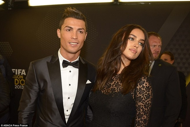 Ronaldo chia tay Shayk từ hồi đầu năm