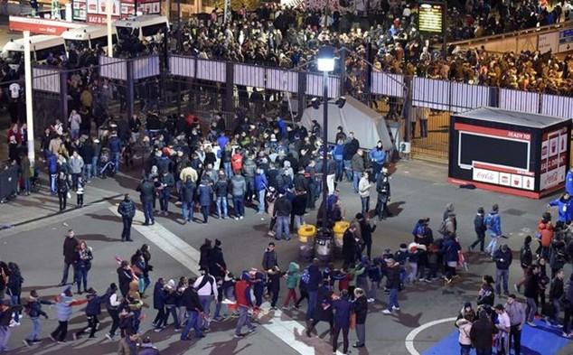 Tấn công khủng bố kinh hoàng ở Paris: 3 CĐV thiệt mạng bên ngoài sân Stade de France ảnh 5