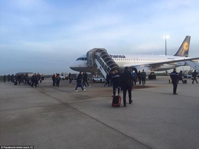 ĐT Đức thấp thỏm qua đêm tại Stade de France vì thảm kịch ở Paris ảnh 2