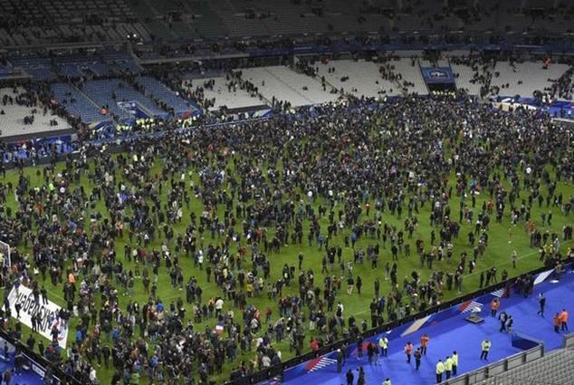 Tấn công khủng bố kinh hoàng ở Paris: 3 CĐV thiệt mạng bên ngoài sân Stade de France ảnh 3