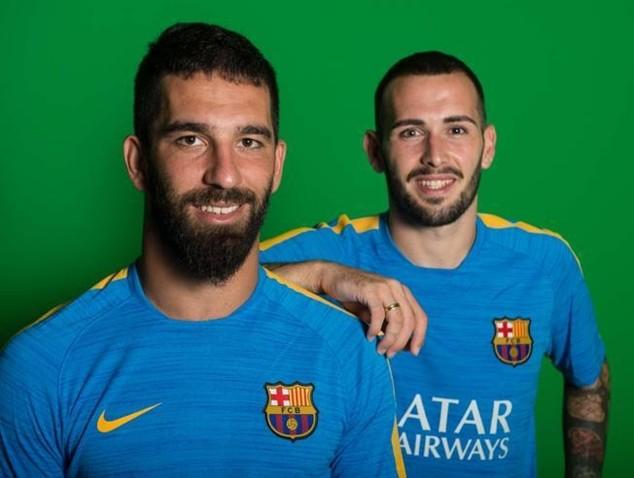 Bô đôi tân binh Arda Turan và Aleix Vidal của Barcelona