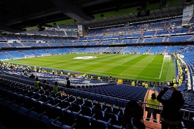 """""""Xé"""" màn hình giúp CĐV xem siêu kinh điển Real-Barca và đại chiến Man City - Liverpool"""