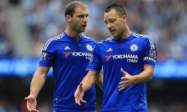 """Branislav Ivanovic và John Terry là 2 trong số 4 cầu thủ bị Mourinho """"chiếu tướng"""""""