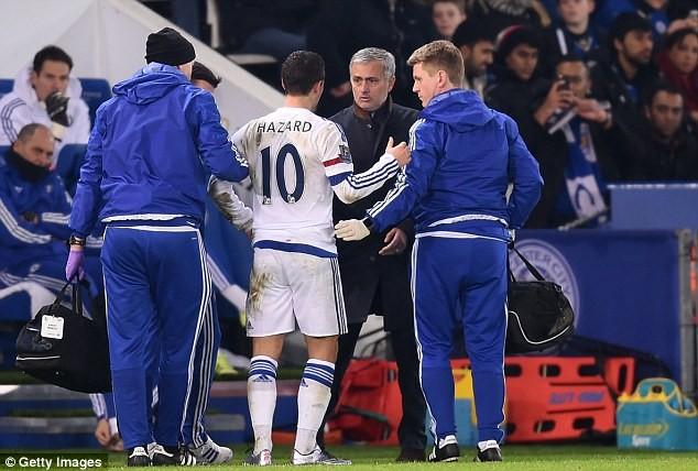 Mourinho thuyết phục Hazard trở lại sân tiếp tục thi đấu