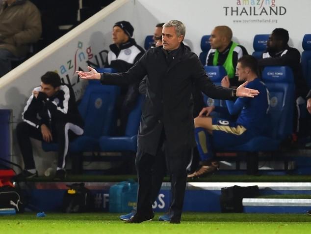 Mourinho bị Chelsea sa thải vào đêm qua