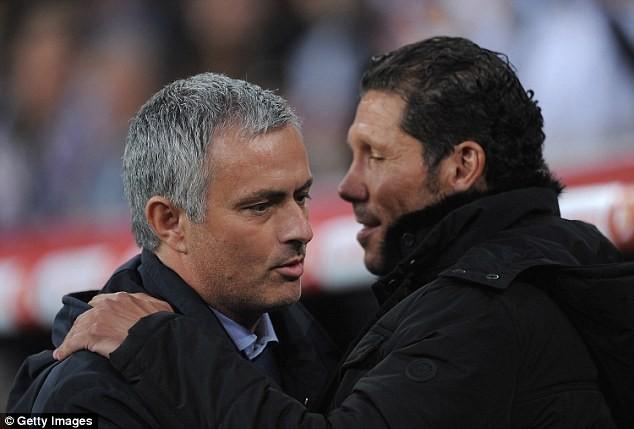 Simeone (bìa phải) là một trong những mục tiêu tiềm năng thay thế Mourinho