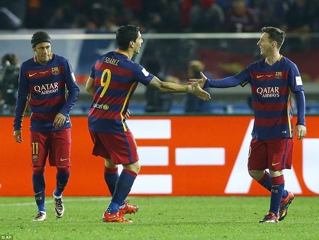 Messi ăn mừng với Suarez và Neymar sau khi ghi bàn mở tỷ số cho Barcelona