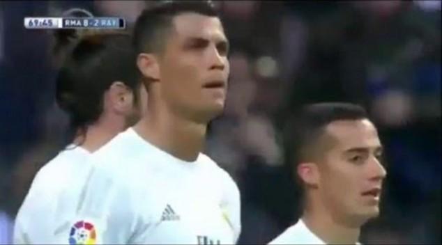 Mặt Ronaldo nặng như chì