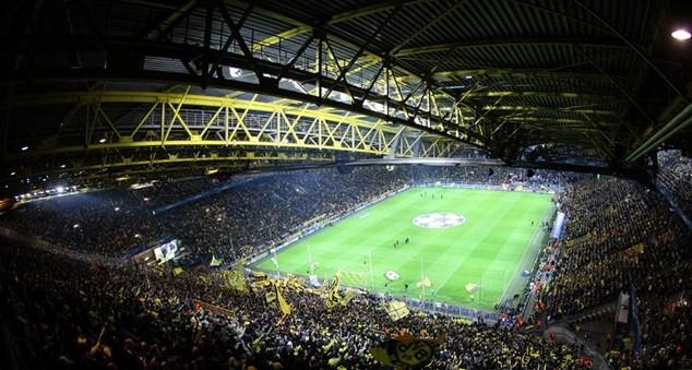 Sân Signal Iduna Park của Borussia Dortmund có sức chứa hơn 80.000 người