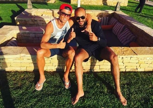 """Từng xuất hiện tin đồn Ronaldo """"cặp kè"""" với võ sỹ người Morocco"""