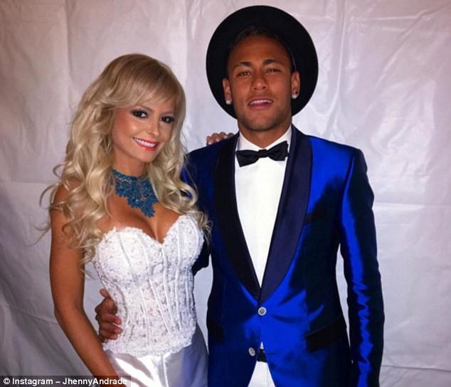 Andrade chụp chung với Neymar trong dịp đón năm mới