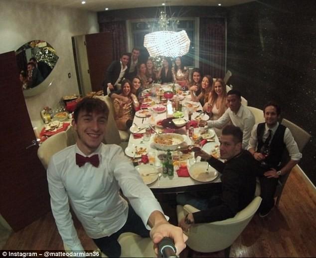 Các cầu thủ M.U mở tiệc mừng năm mới tại nhà của Darmian