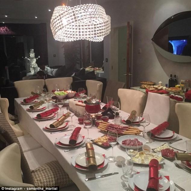 Samantha Martial đăng tải hình ảnh bữa tiệc lên mạng Instagram