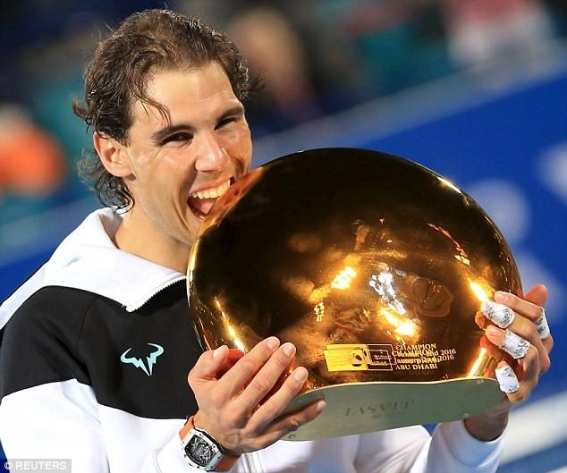 Nadal ăn mừng chiến thắng tại Abu Dhabi