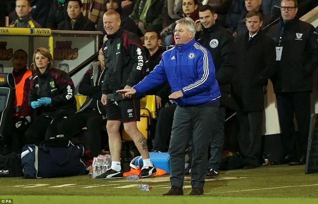Hiddink chưa trải qua thất bại nào tại Premier League kể từ lúc thế chỗ Mourinho