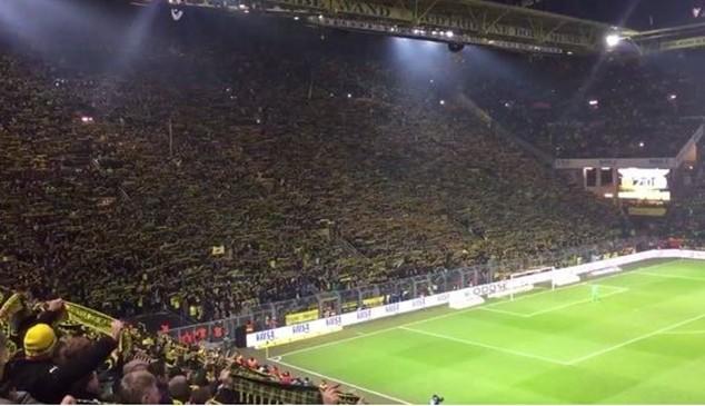 CĐV Dortmund chết trên sân Signal Iduna Park