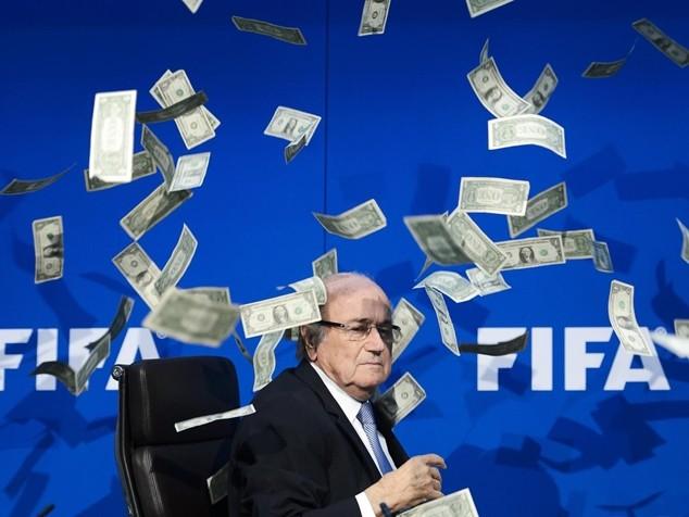 Ông Blatter được FIFA trả 2,6 triệu bảng trong năm 2015