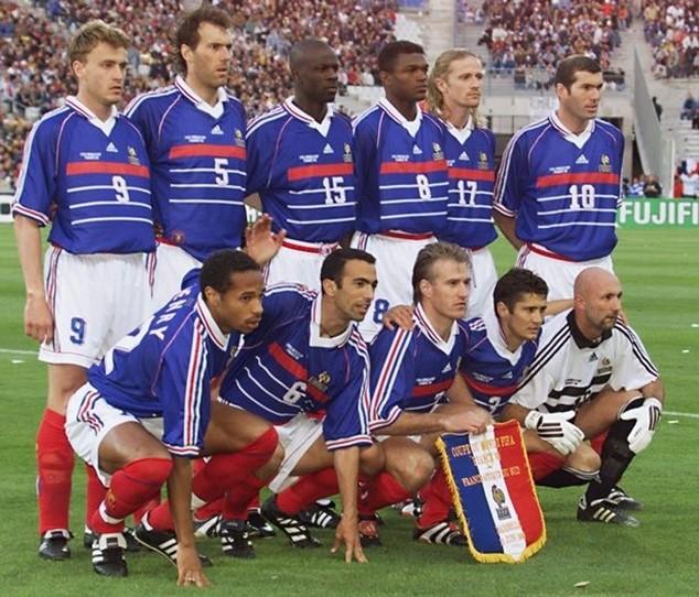 """Petit nghi ngờ về sự sắp đặt phía sau """"cánh gà"""", giúp Les Bleus chiến thắng"""