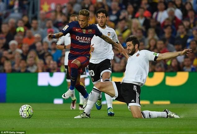 Daily Star cho rằng Barcelona sắp bán Neymar vì thi đấu sa sút