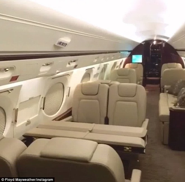 Máy bay riêng của Mayweather có thể mang theo 14 hành khách