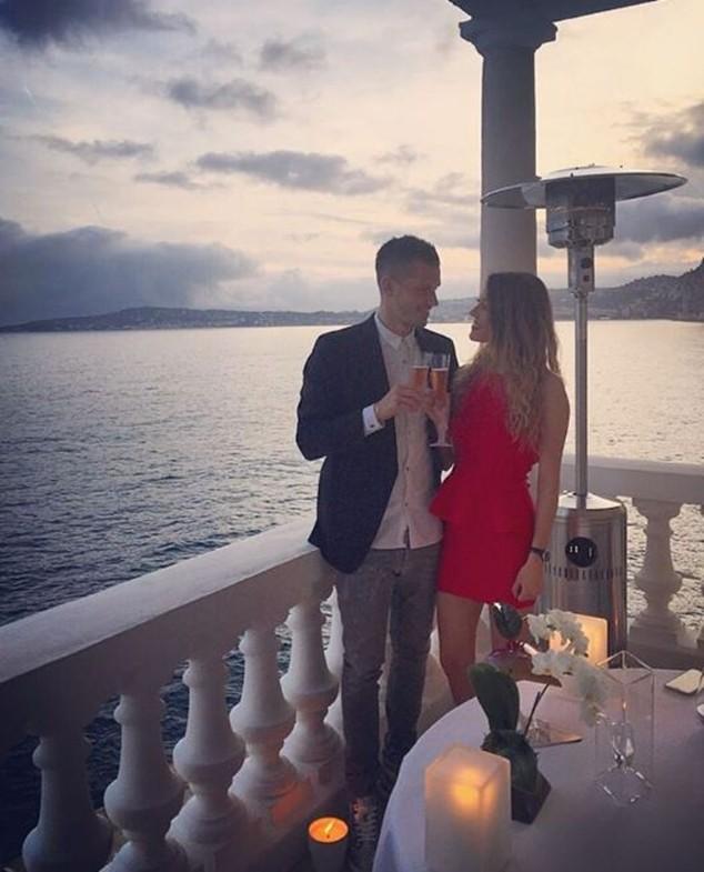 Sao M.U đính hôn với bạn gái nghèo vượt khó ảnh 3
