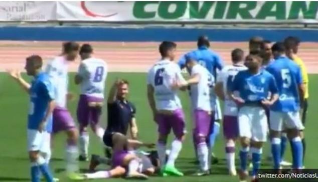Bardanca bị đối thủ hạ knock-out trên sân