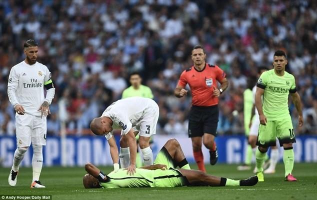 Chấn thương sớm của Kompany tác động rất lớn tới tinh thần thi đấu của Man City