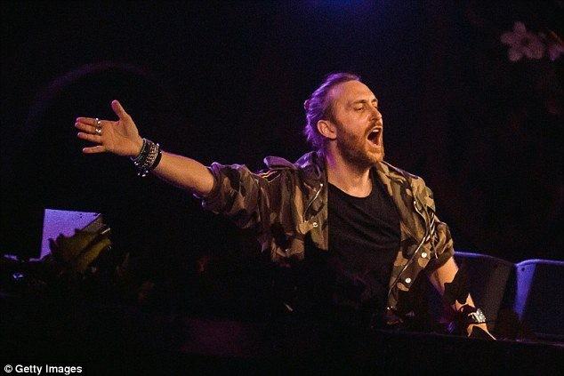 Guetta tham gia biểu diễn trong lễ khai mạc và bế mạc EURO 2016