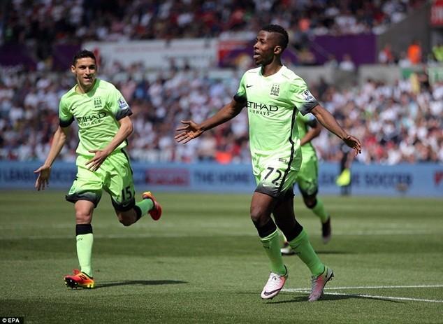 Kelechi Iheanacho ghi bàn giúp Man City gần như bảo đảm suất dự Champions League