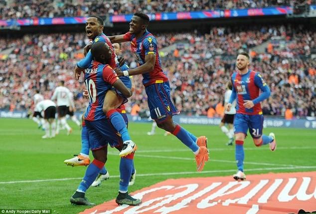 Puncheon đã giúp người hâm mộ Crystal Palace sống trong bầu không khí chiến thắng