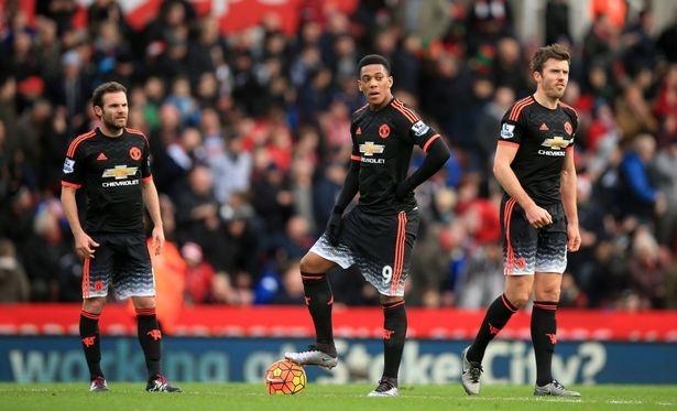 """M.U """"tịt ngòi"""" trong 23 trận kể từ lúc Van Gaal tới Old Trafford"""
