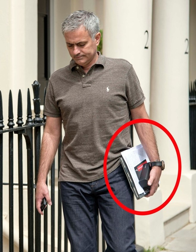 Chùm ảnh Mourinho tới London thương thảo hợp đồng với M.U