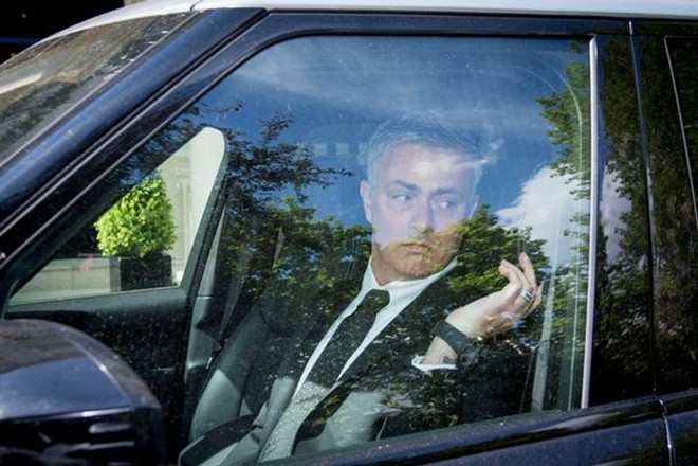 Mourinho tới London thương thảo hợp đồng gia nhập M.U