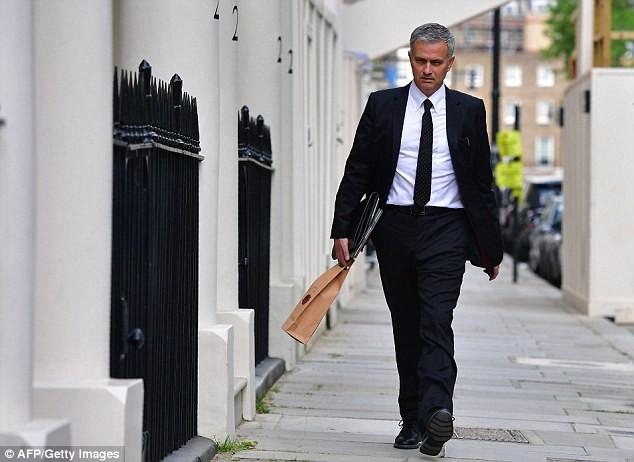 M.U chính thức bổ nhiệm Mourinho vào băng ghế huấn luyện