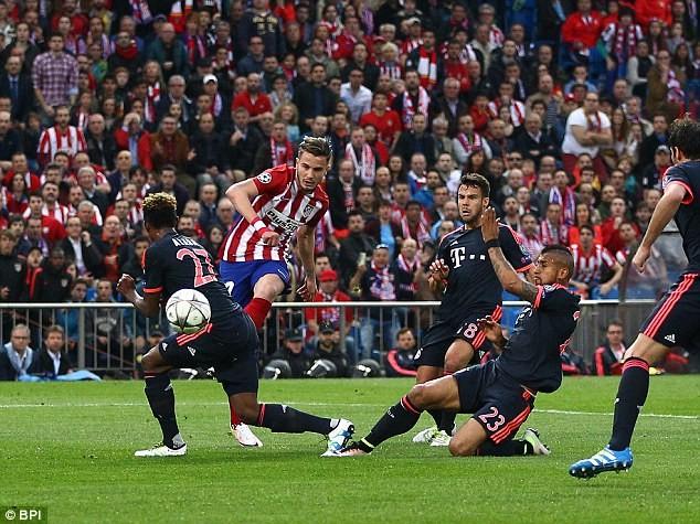 M.U sẵn sàng chi đậm để đổi lại sự phục vụ của Saul (áo đỏ trắng) từ Atletico Madrid