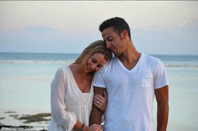 Vợ chồng Julia Vigas và tuyển thủ người Tây Ban Nha, Thiago Alcantara