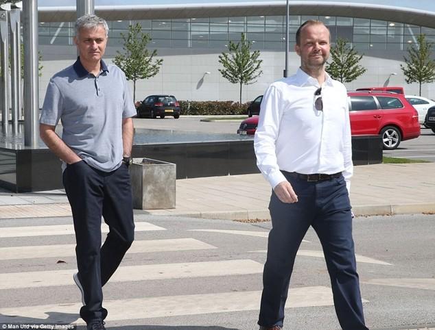 Quan chức của M.U đưa Mourinho đi thăm khu vực tập luyện