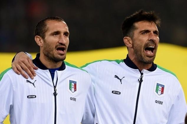 Chiellini và Buffon đều góp mặt, nhưng Italia thiếu vắng Pirlo, Montolivo và Balotelli