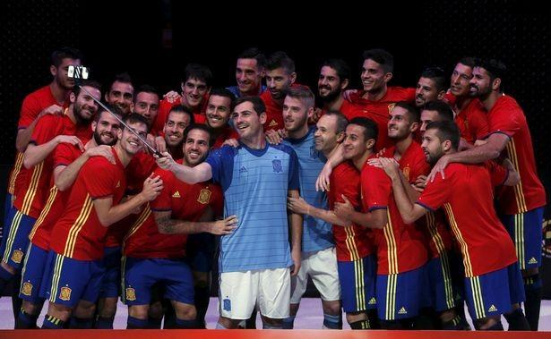 Danh sách cầu thủ chính thức 24 đội bóng đua tranh tại EURO 2016 ảnh 15