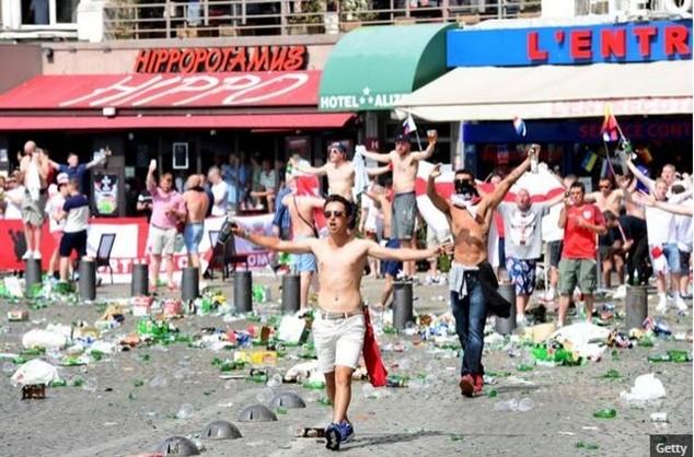 CĐV Anh bị đánh thập tử nhất sinh tại EURO 2016