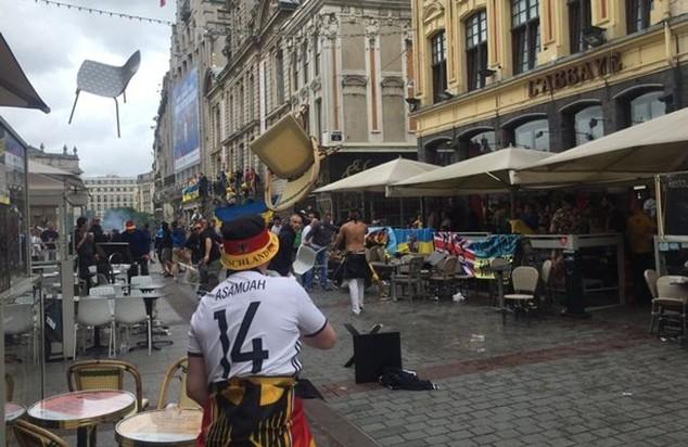 CĐV Đức và Ukraine đánh nhau trên đường phố Lille