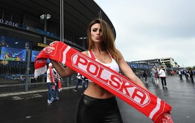Siwiec tới cổ vũ cho đội tuyển Ba Lan ở trận hòa 0-0 với Đức