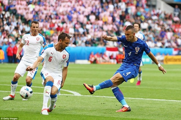 Perisic ghi bàn thắng mở tỷ số cho Croatia