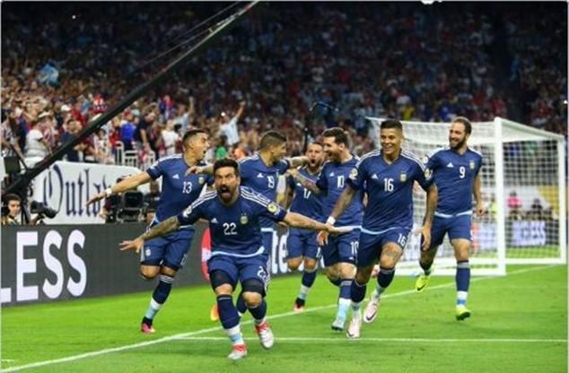 Lavezzi ghi bàn thắng mở tỷ số cho Argentina